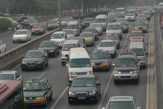 合理并线是道路通畅的保障